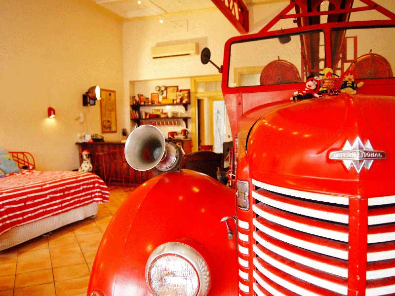 Australie - Adelaide - North Adelaide Heritage - Fire Station Inn - Fire Engine Suite